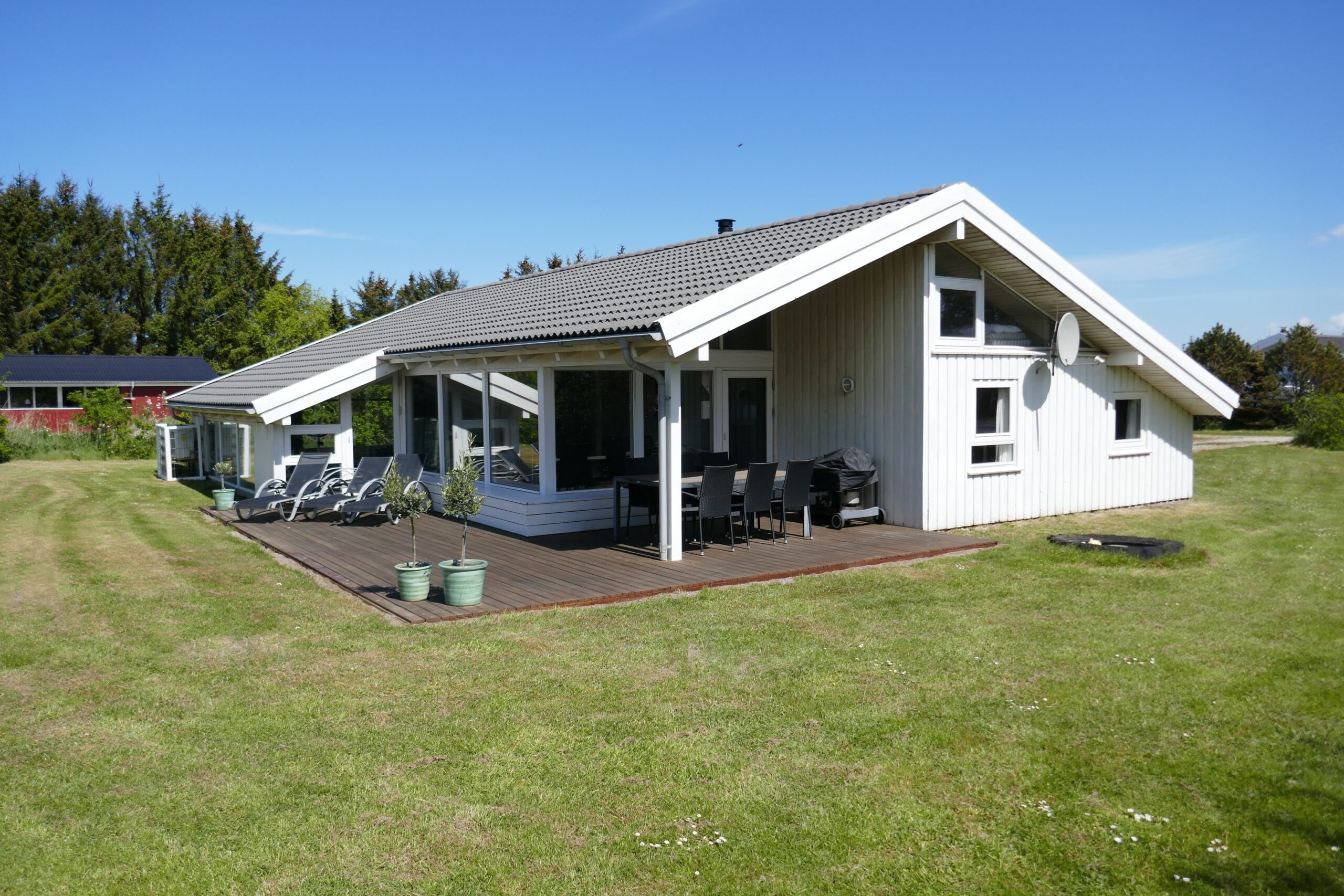 Poolhus fra haven
